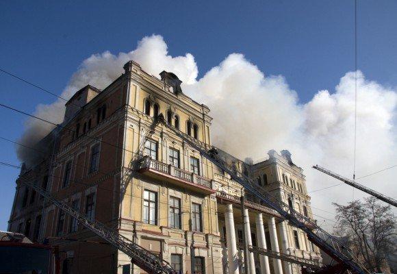 В Луганске сгорела больница с медицинским оборудованием, купленным на деньги Ахметова (фото), фото-1
