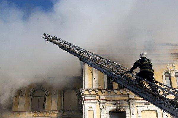 В Луганске сгорела больница с медицинским оборудованием, купленным на деньги Ахметова (фото), фото-3