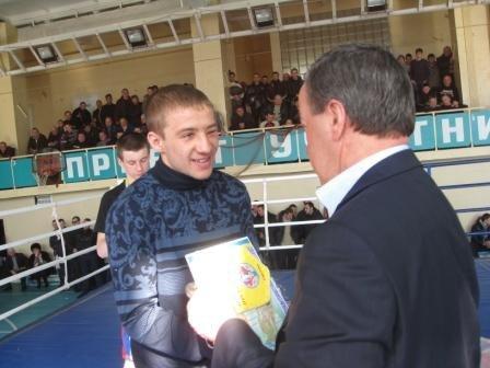 Горловский боксер стал чемпионом области, фото-1