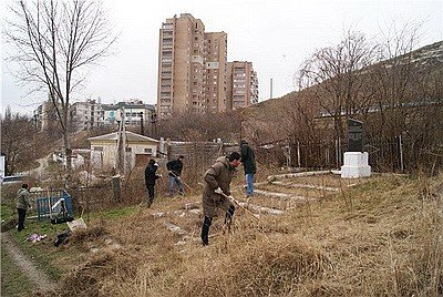 Жителей Крыма призвали чтить могилы героев Великой Отечественной по примеру сербов (ФОТО), фото-1