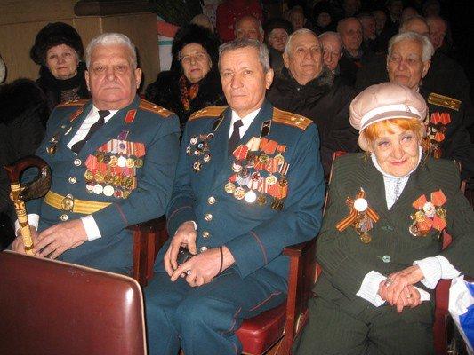 Настоящих мужчин Горловки поздравили с Днем защитника Отечества, фото-1