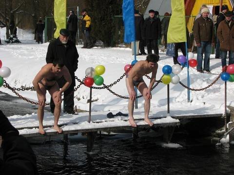 У парку «Топільче» у Тернополі купалися Нептун і русалки (ФОТО), фото-1
