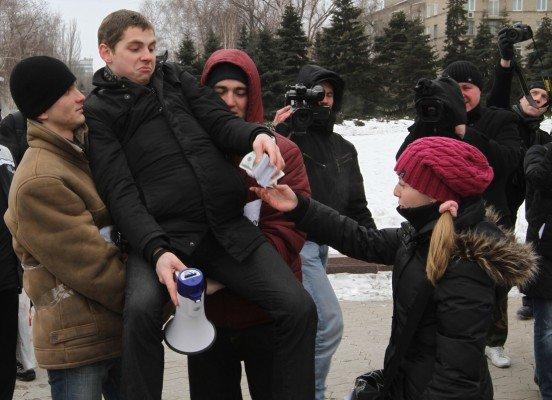 В Донецке студенты устроили театрализованную акцию протеста (фото), фото-3