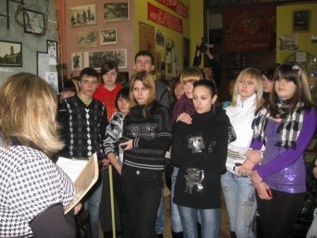 В музее истории Горловки открыли «зал-вокзал» и выставили на обозрение пулемет «Максим», фото-3