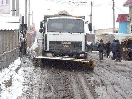 Движение по улице Первомайской было затруднено из-за забоя канализации в столовой техникума, фото-2