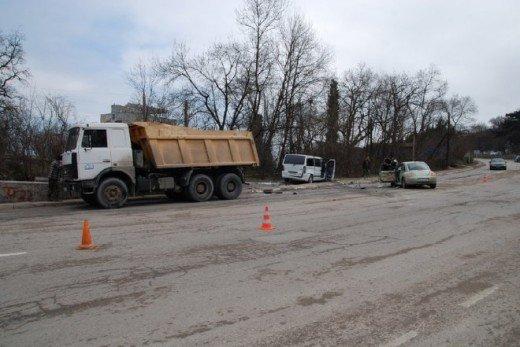 Возле Ялты две машины столкнулись с грузовиком — четверо в больнице (ФОТО), фото-4