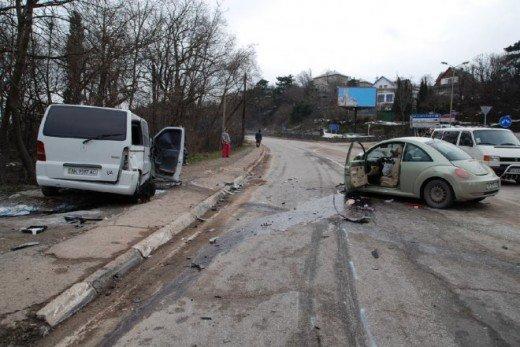 Возле Ялты две машины столкнулись с грузовиком — четверо в больнице (ФОТО), фото-2
