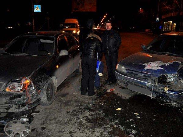 На пр. Октябрьском столкнулись Daewoo Lanos и Ford. (ФОТО), фото-1