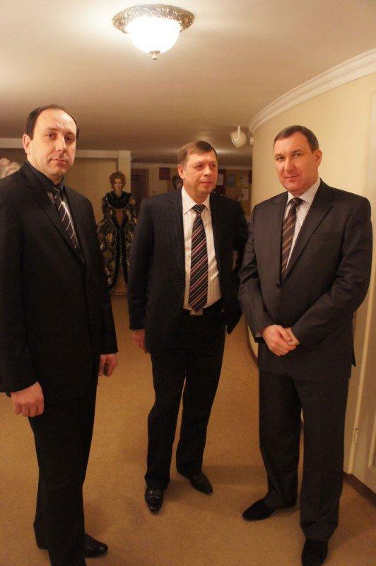 На праздновании 8 марта вице-мэр Роман Васюков воспитывал в милиционерах джентльменов (ФОТО), фото-3