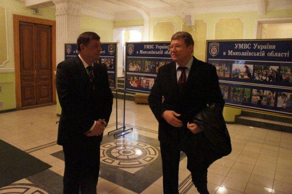 На праздновании 8 марта вице-мэр Роман Васюков воспитывал в милиционерах джентльменов (ФОТО), фото-8