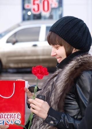 Сотрудники ГАИ «выписывали» 8 марта цветочно-конфетные штрафы, фото-10