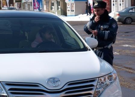 Сотрудники ГАИ «выписывали» 8 марта цветочно-конфетные штрафы, фото-4