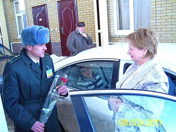 8-го марта Луганские пограничники удивляли женщин (фото), фото-1