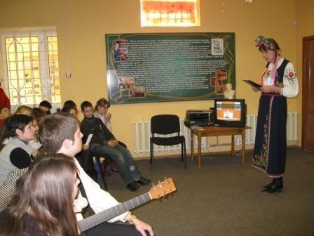 Шевченко в миниатюре предстал перед посетителями горловского музея В. Разумова, фото-3