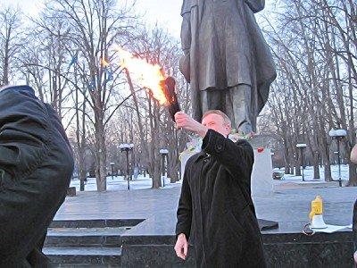 Митинг в Луганске. И годовщину отметили и чучело сожгли (фото), фото-5