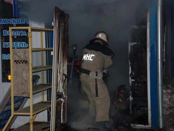 На Николаевщине горел рынок: удалось спасти семь торговых контейнеров с товаром (ФОТО), фото-2