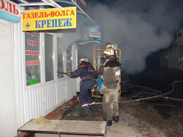 На Николаевщине горел рынок: удалось спасти семь торговых контейнеров с товаром (ФОТО), фото-1