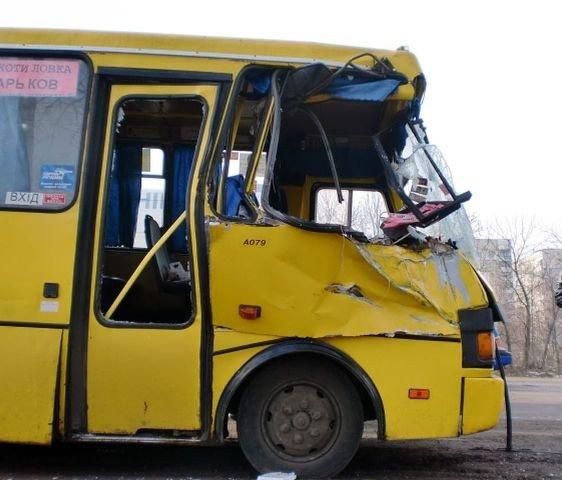 Автобус с пассажирами сбил грузовик на Харьковщине. Есть пострадавшие (ФОТО), фото-3