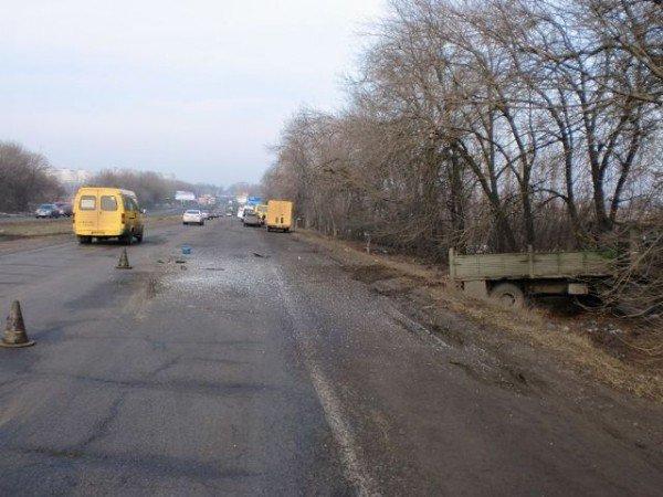 Автобус с пассажирами сбил грузовик на Харьковщине. Есть пострадавшие (ФОТО), фото-4