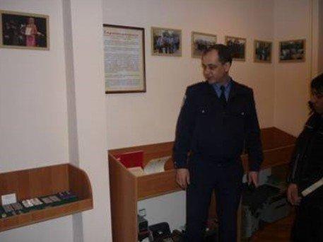 Николаевские милиционеры дали детям из приюта подержать в руках автомат «Калашникова» (ФОТО), фото-2