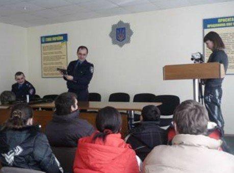 Николаевские милиционеры дали детям из приюта подержать в руках автомат «Калашникова» (ФОТО), фото-4