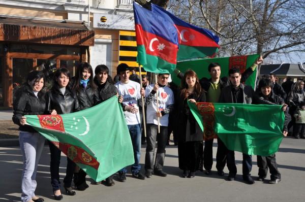 Азербайджанцы в Николаеве встретили весну с огнем, проросшей пшеницей и крашенками (ФОТО), фото-10