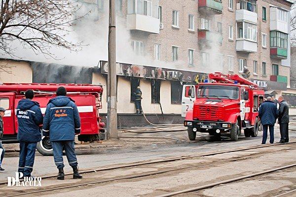 Ночью в Луганске сгорел «Fair Play» (фото), фото-1