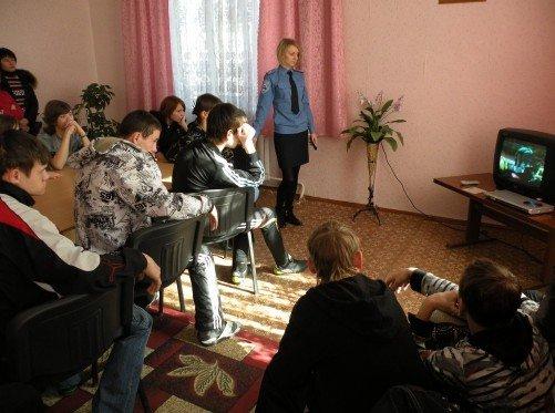 Накануне весенних каникул николаевские ГАИшники устроили для детей развлекательно-познавательное шоу (ФОТО), фото-1