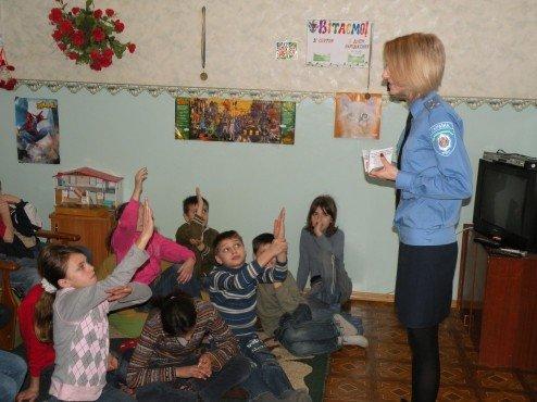 Накануне весенних каникул николаевские ГАИшники устроили для детей развлекательно-познавательное шоу (ФОТО), фото-2