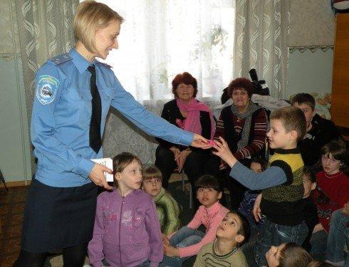 Накануне весенних каникул николаевские ГАИшники устроили для детей развлекательно-познавательное шоу (ФОТО), фото-4