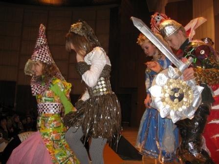 В Горловке дети-модели дефилировали в костюмах эпохи Средневековья из вторсырья (ФОТО), фото-10