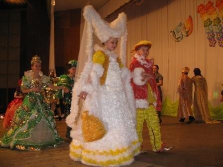 В Горловке дети-модели дефилировали в костюмах эпохи Средневековья из вторсырья (ФОТО), фото-8