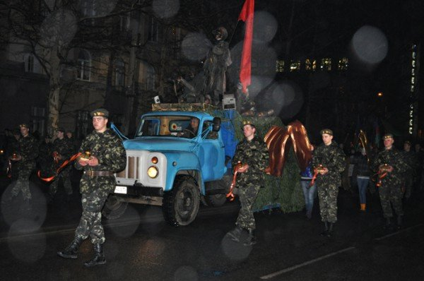 Ко Дню освобождения Николаева центр города зажгли свечами, фото-7