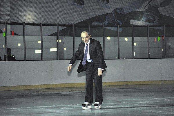 Кернес на коньках и Добкин с клюшкой открыли ледовую арену (ФОТО), фото-2