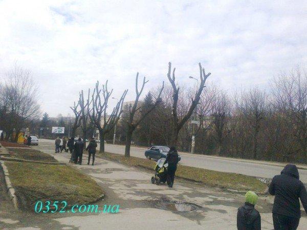 Маньяк з бензопилою ходить по місту!, фото-1