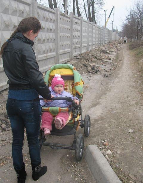 У Вінниці тротуар завалили будівельним сміттям (ФОТО), фото-2