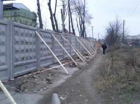 У Вінниці тротуар завалили будівельним сміттям (ФОТО), фото-3