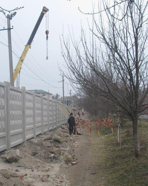 У Вінниці тротуар завалили будівельним сміттям (ФОТО), фото-4