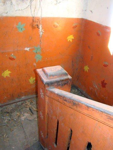 В Горловке одинокая старушка доживает старость в полуразрушенной многоэтажке, фото-5
