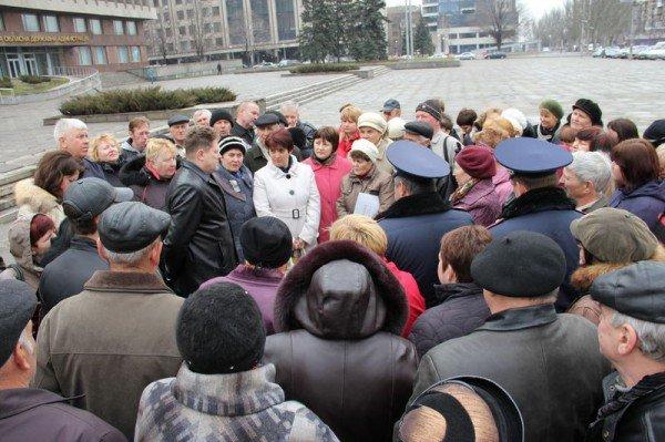 Рабочие запорожского «Кремнийполимера» требовали свою зарплату под зданием ОГА (ФОТО), фото-1