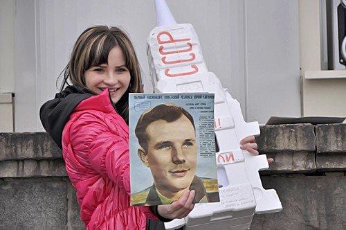 В Луганске прошел флэшмоб посвященный Дню космонавтики (фото), фото-2