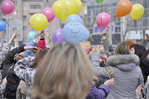 В Луганске прошел флэшмоб посвященный Дню космонавтики (фото), фото-3