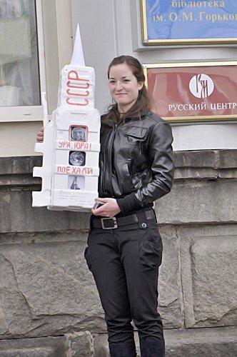 В Луганске прошел флэшмоб посвященный Дню космонавтики (фото), фото-5