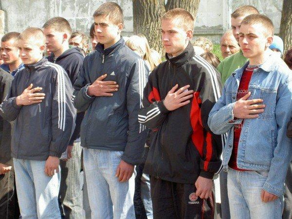 Тернопільський облвійськкомат відправив до армії перших юнаків весняного призову, фото-1