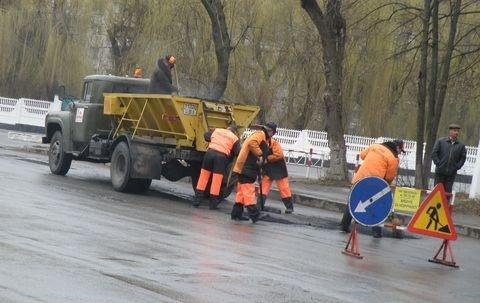 Дощ іде – а у Вінниці дороги асфальтують (ФОТО), фото-1