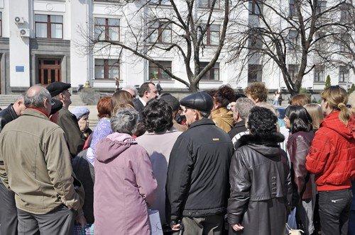 Обещание чиновников вновь оказались пустыми. Луганчане устроили митинг (фото), фото-1