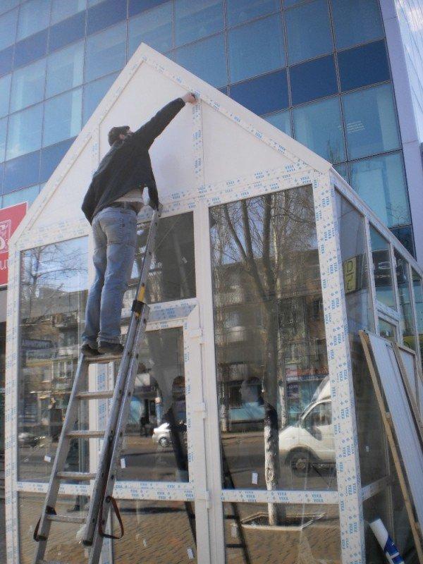 Сегодня первый в Кривом Роге дом из стекла получит своего жильца (ФОТО), фото-1