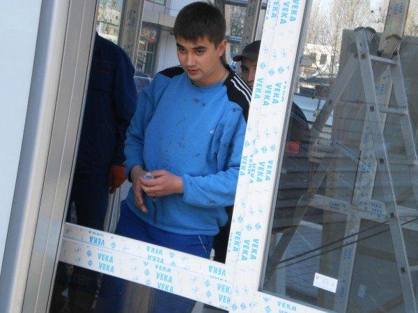 Сегодня первый в Кривом Роге дом из стекла получит своего жильца (ФОТО), фото-2