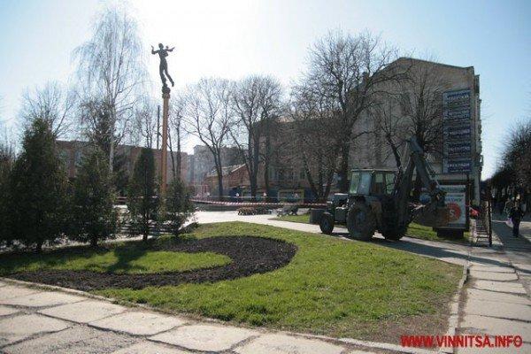 У Вінниці почали «ламати» Майдан Незалежності перед мерією (ФОТО), фото-1