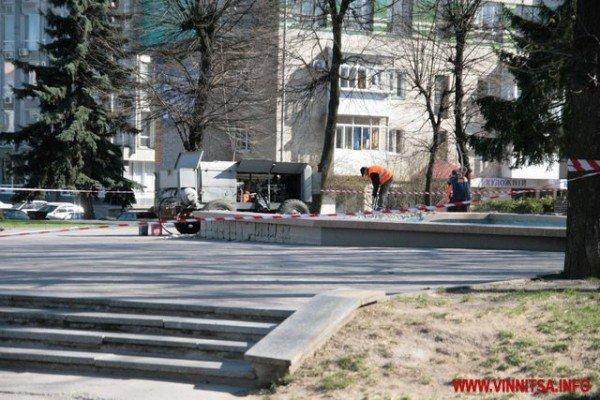 У Вінниці почали «ламати» Майдан Незалежності перед мерією (ФОТО), фото-3